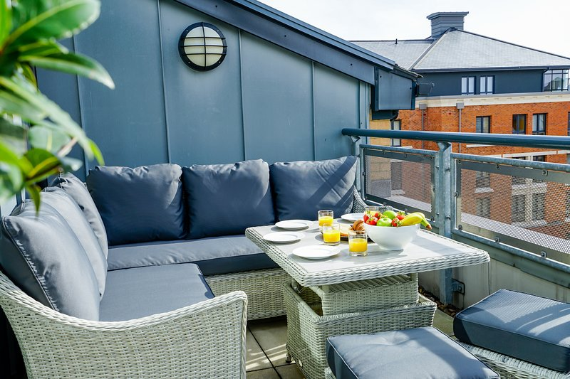 The Penthouse by the River, vacation rental in York