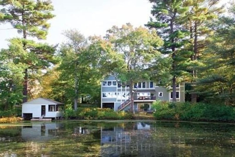 Lovely studio apartment on the Charles River in Newton