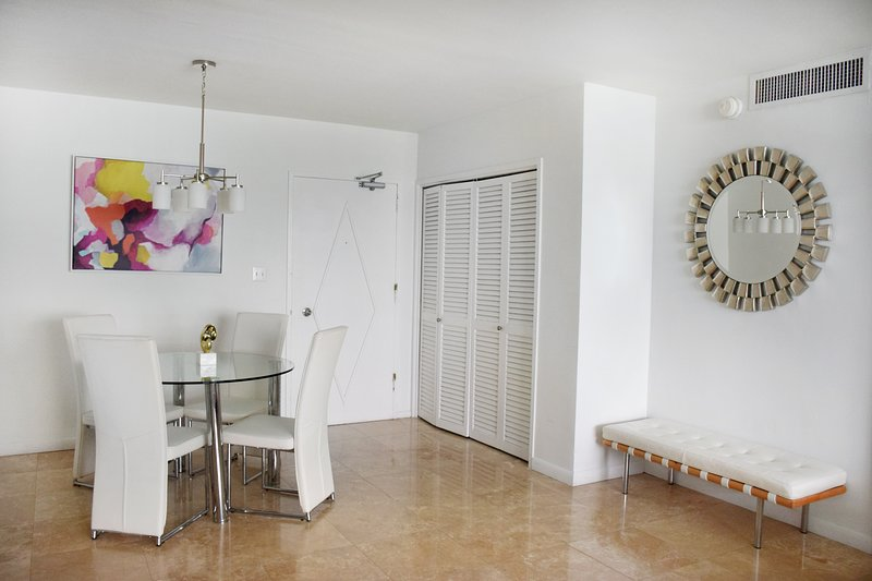 4 6 guest 2 bedroom suite seacoast suites has shared - 2 bedroom suites south beach miami ...