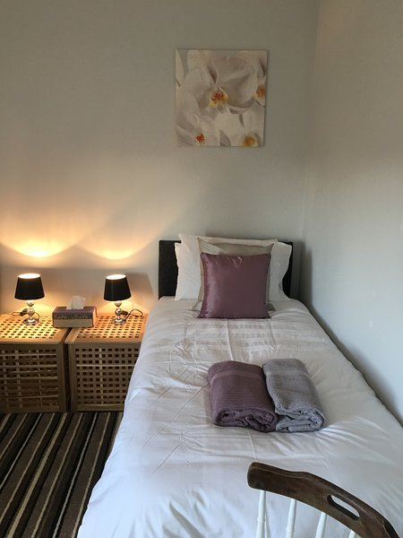 Budget Accommodation Minutes from Junction  30 M1 Free Parking, holiday rental in Ault Hucknall