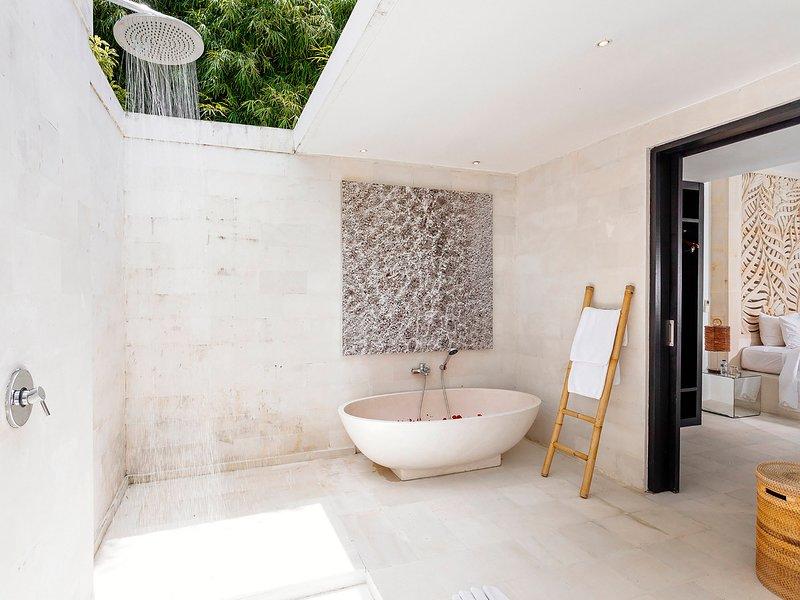Villa Anucara - Garden suite bathroom ensuite