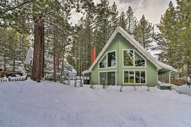 The perfect S. Lake Tahoe retreat awaits with this spacious 3BR/2BA cabin!