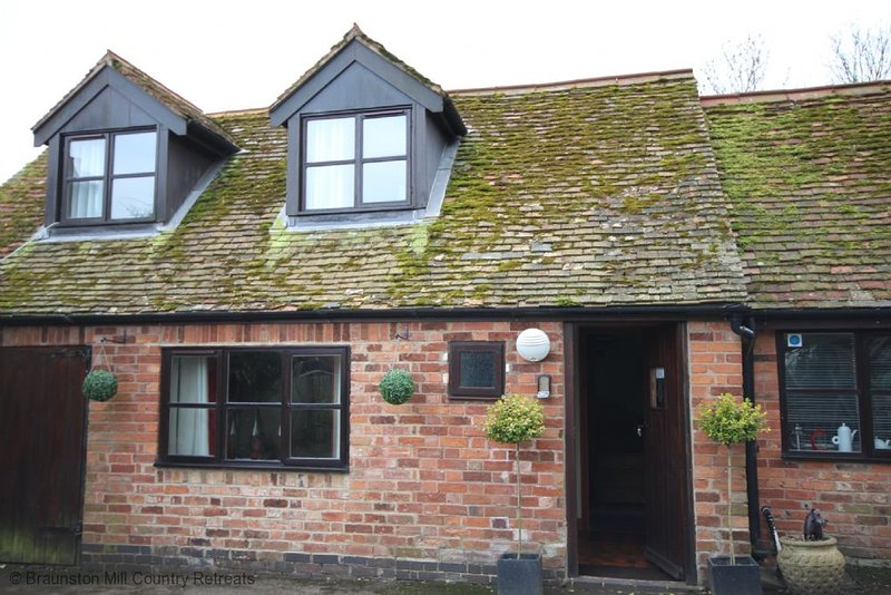 Mill Cottage - A romantic retreat for 'just two', holiday rental in Weedon