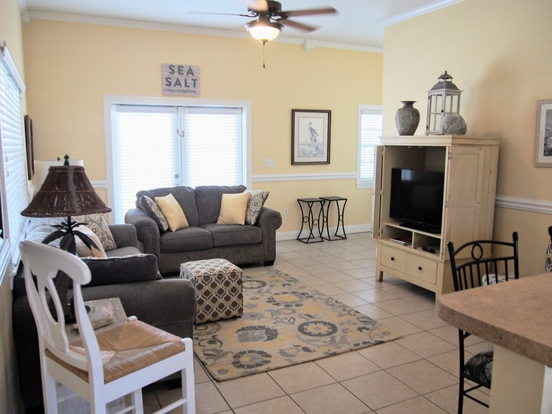 Town Center on St. George Island - Gulf-view, huge veranda, WiFi/HBO, 2 kings, location de vacances à St. George Island