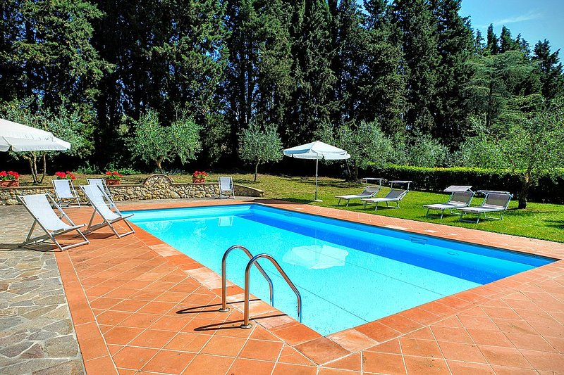 Castel Petraio Villa Sleeps 14 with Pool Air Con and WiFi - 5228909, vacation rental in Castellina Scalo