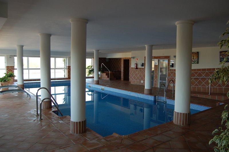 Piscina coperta idromassaggio, sauna e bagno turco