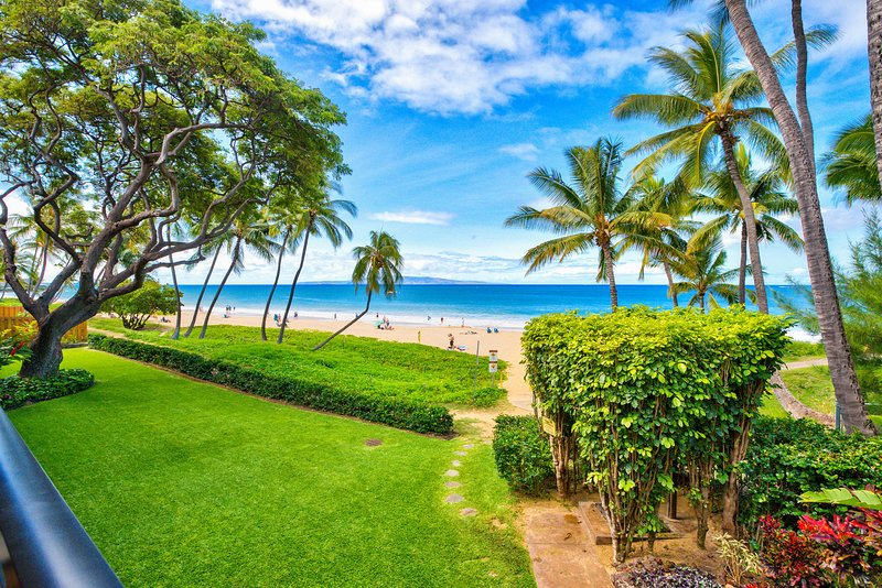 Best Kihei Location; Oceanfront with Stunning Views; Spacious 2BR on the Beach!, holiday rental in Wailea