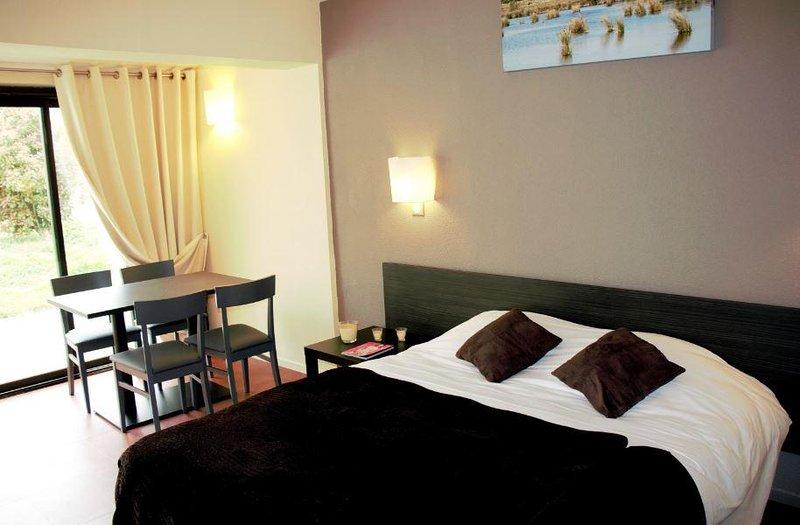 Family-Friendly Suite w/ Free WiFi, Pool, Golf, Tennis, Sauna & Breakfast Buffet, vacation rental in Le Sambuc