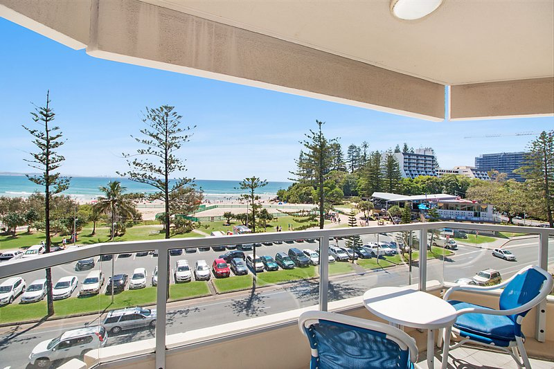 Kooringal unit 24 - Beachfront and centrally located between Tweed heads and Coo, vacation rental in Gold Coast