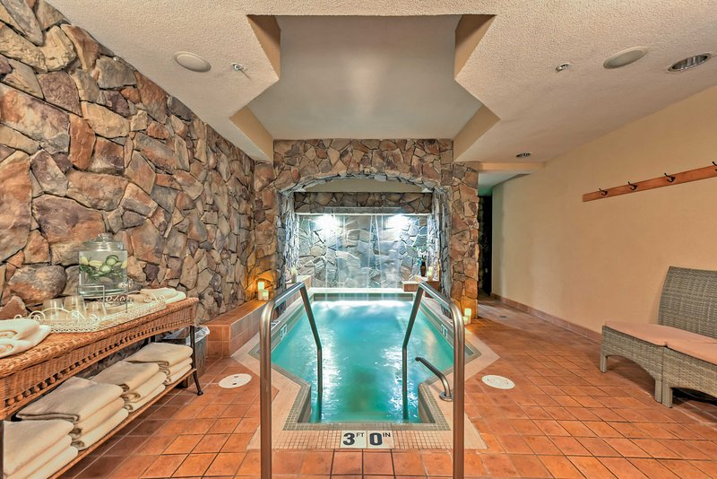 From saunas and pools to an ideal location, this vacation rental offers it all!