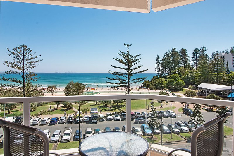 Kooringal unit 17 - Panoramic ocean views from this 5th floor apartment, vacation rental in Gold Coast
