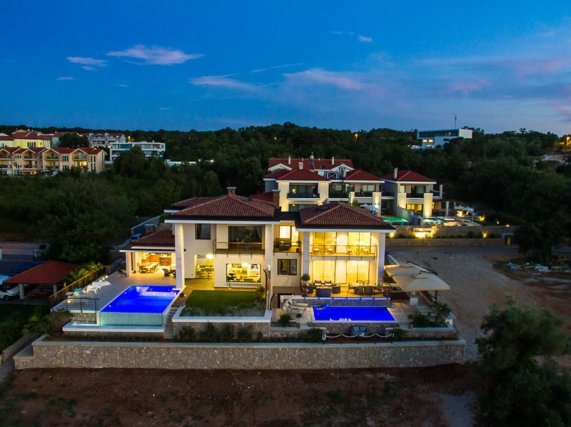 LUXURY VILLA MARCONICA, vacation rental in Malinska