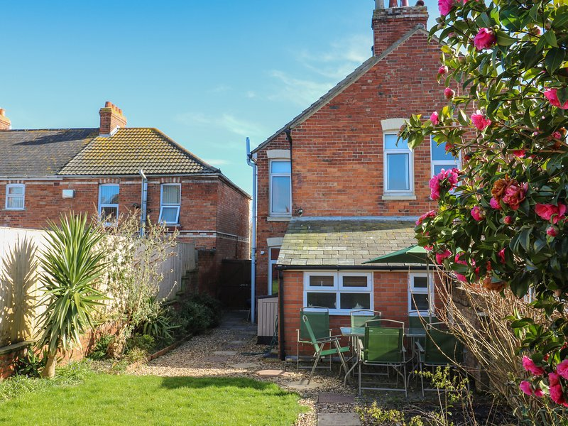 Acacia House Enclosed Garden Pet Friendly Child Friendly Cottage
