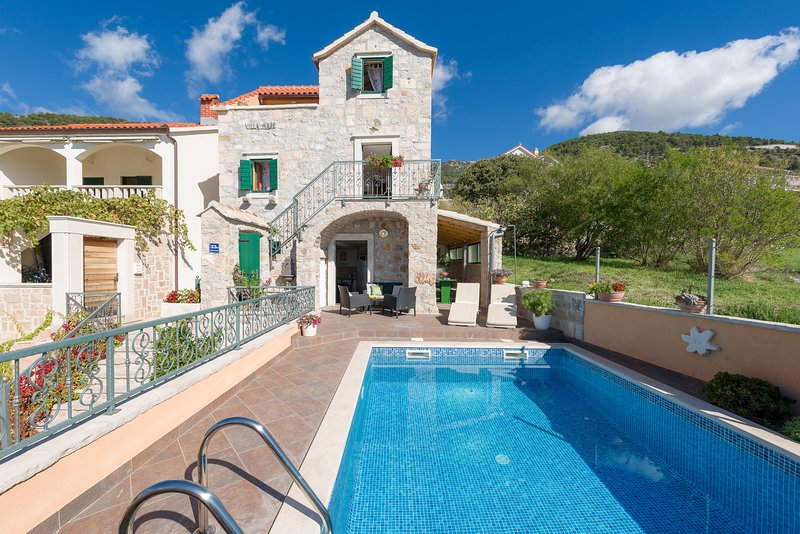 Stone house with pool for rent, Bol, Brac