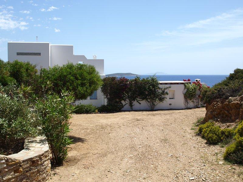 Family sea view villa in Antiparos, holiday rental in Agios Georgios