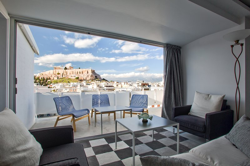 Luminous Apartment with Panoramic Acropolis Views, alquiler vacacional en Atenas