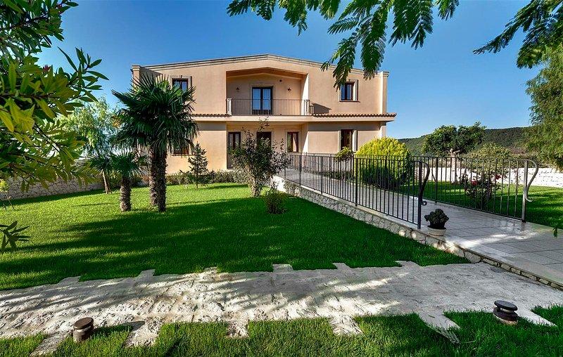 ARUCIMELI RESORT - APPARTAMENTO SUPERIOR, holiday rental in Giarratana