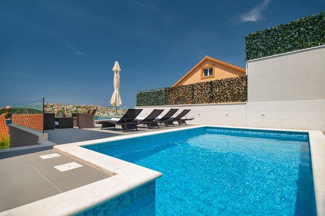 5 Schlafzimmer Sea Side Villa mit Pool in Rogoznica