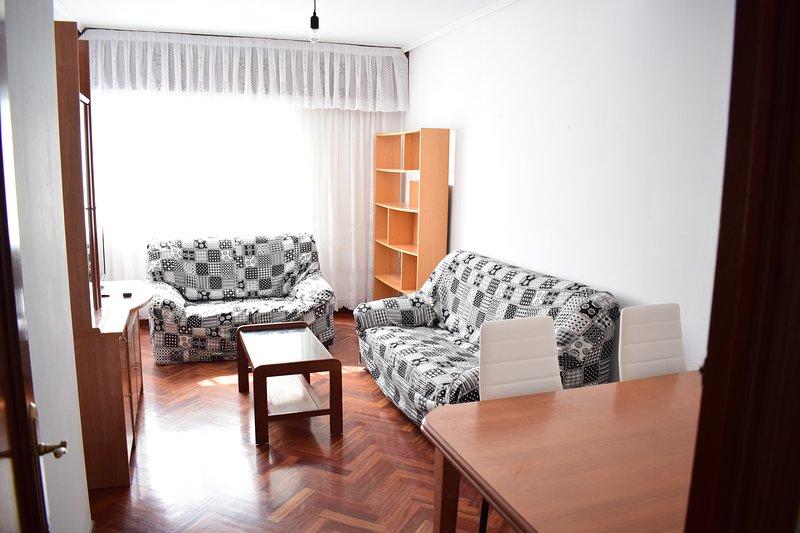 piso comodo y amplio, holiday rental in San Lorenzo