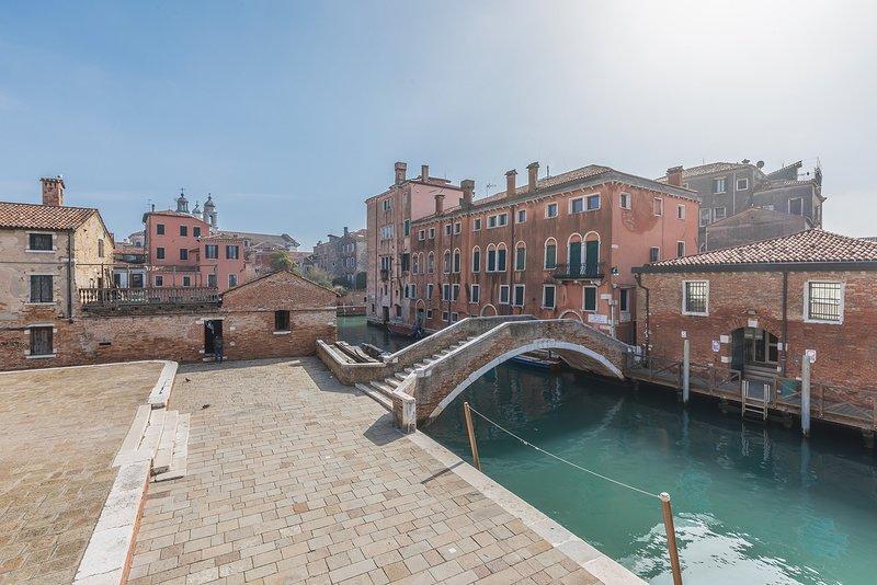 San Trovaso Prestige - The perfect solution for an important family reunion, alquiler de vacaciones en City of Venice