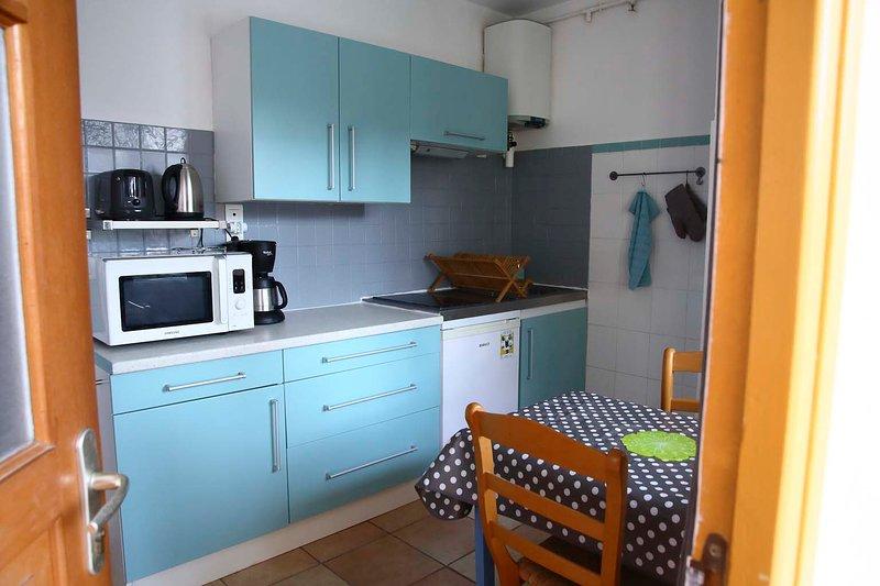 CHARMANT APPARTEMENT RECEMMENT RENOVE AU CALME, CENTRE VILLE, 5MN DES THERMES, holiday rental in Combes