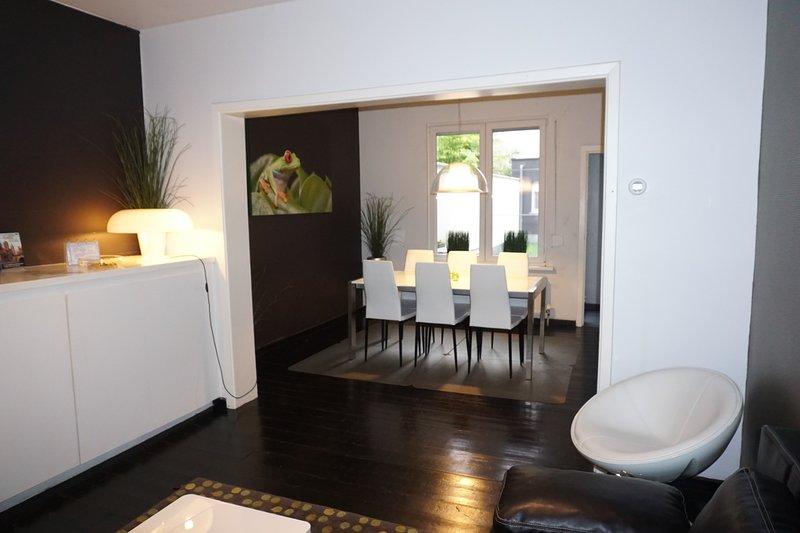 2 Bedroom 2 Bathroom Apartment with Terrace, Ferienwohnung in Gent