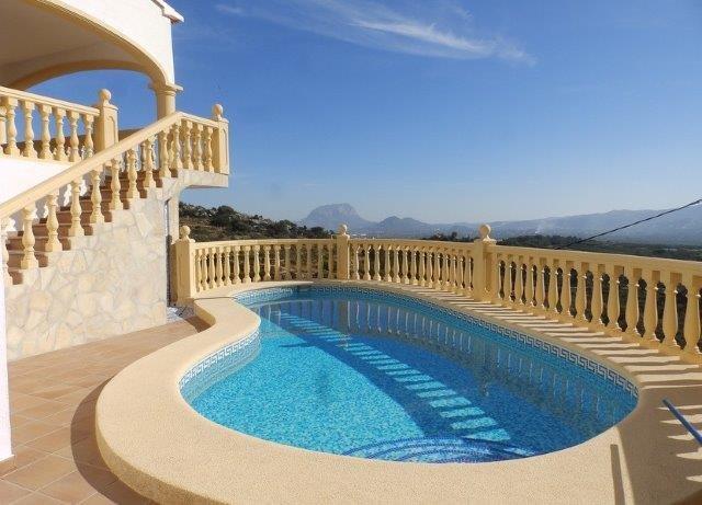 Villa Panorama Le calme de la montagne à 12 km de la mer, holiday rental in Llosa de Camacho