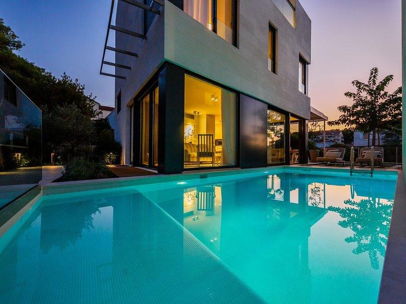 New luxury 5* beachfront villas, holiday rental in Sutivan