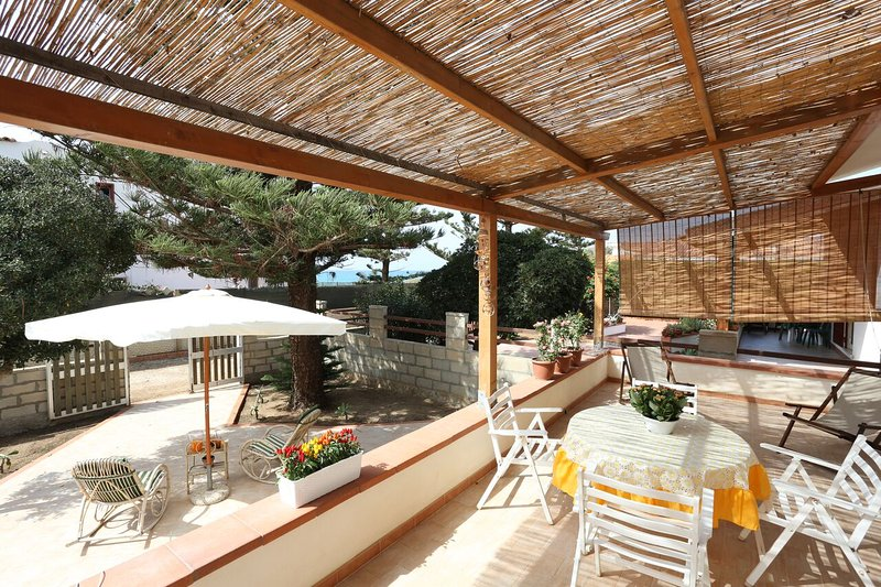 Beautiful house near the beach, vacation rental in Punta Braccetto