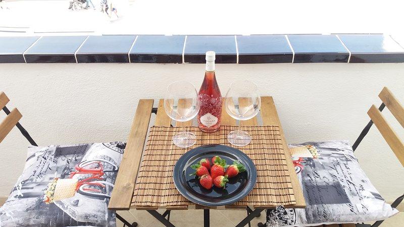 sunny balcony apartment, holiday rental in Las Rosas