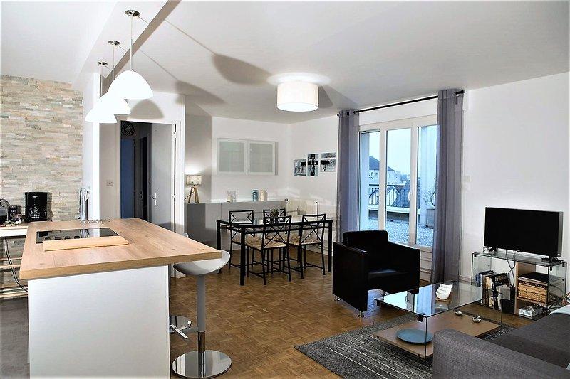 Appartement 70 m², 6 pers. proche centre ville DIJON et FACS. Grande terrasse., vacation rental in Genlis