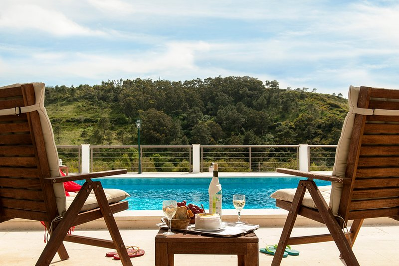 Your Beachouse - Surf, Bed & Breakfast - Pure Relax at Coxos Suite!, holiday rental in Casais de Sao Lourenco