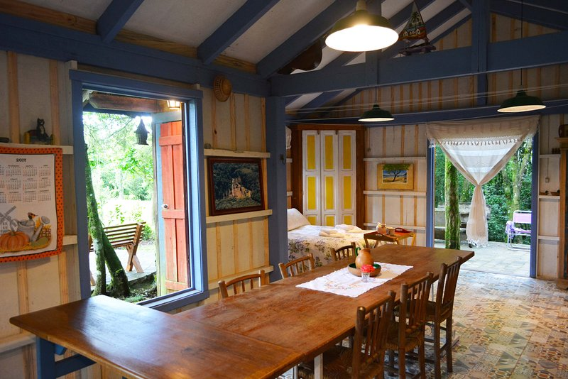 Charming cottage with double bed, hammock, balcony, kitchen (fridge, stove, microwave) and wood stove.