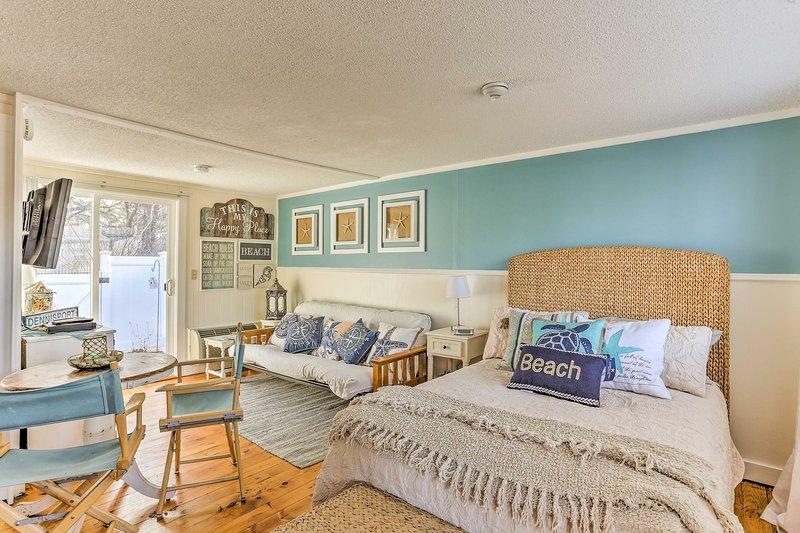Questo affitto monolocale a Dennis è l'ideale per il vostro prossimo Cape Cod fuga!