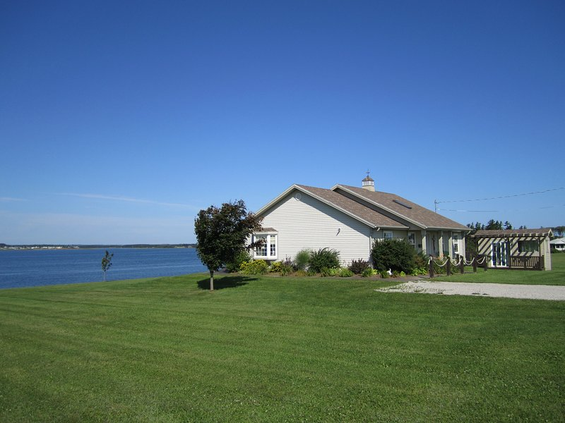 Brackley Bay Beach House, holiday rental in Stanhope