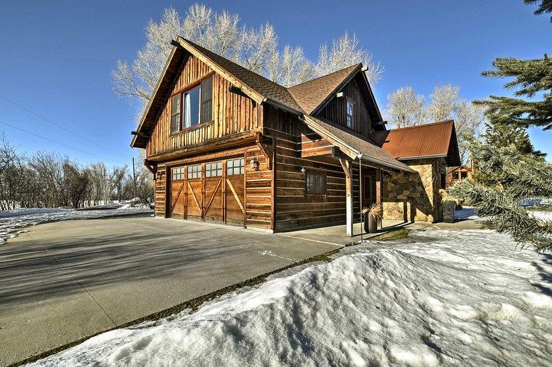 aventures de montagne et plus vous attendent dans cette maison Bozeman!