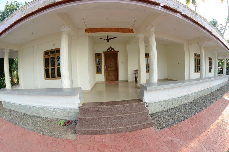 VINLAKE NESTLES, holiday rental in Punalur