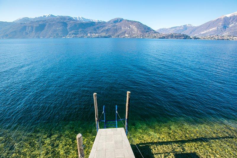 Villa embarcadero privado con la impresionante vista del lago.