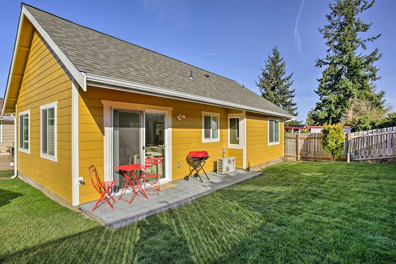 The home offers 2 bedrooms, 2 bathrooms and sleeping for 6.