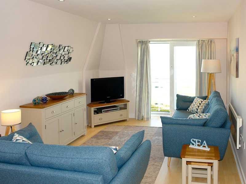 Lounge with admirable sea views