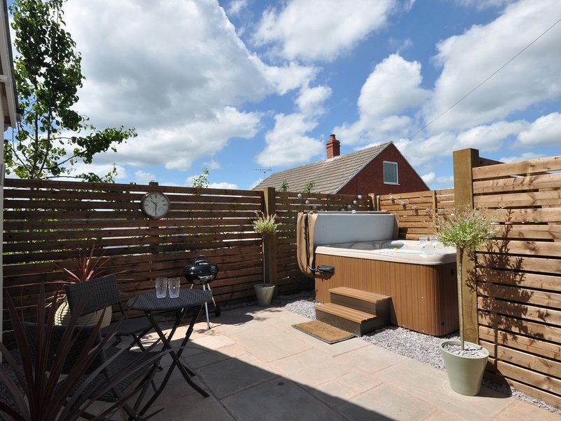 Garden with hot tub