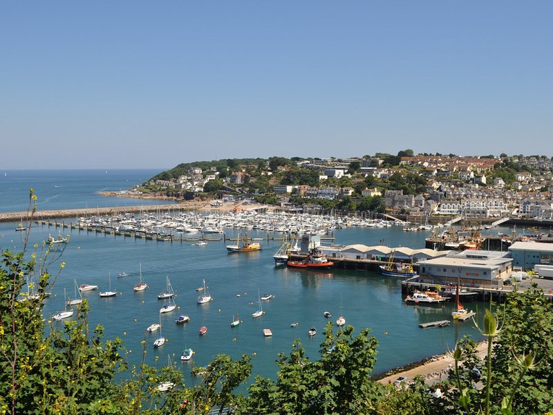 Conveniently located,with Brixham centre only a 10 minute walk