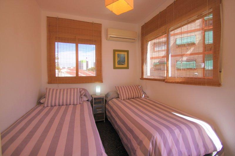 Vacaciones con Piscina, Terraza y parking en Alicante.Ideal para familias., aluguéis de temporada em Castell de Castells