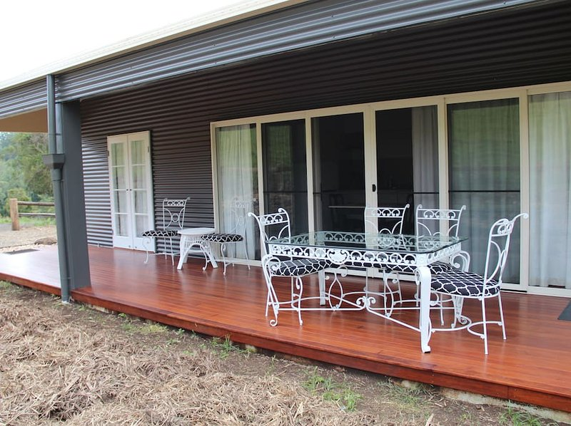 The Aerial - Country Mile Escape - With King size bed, alquiler de vacaciones en Canungra
