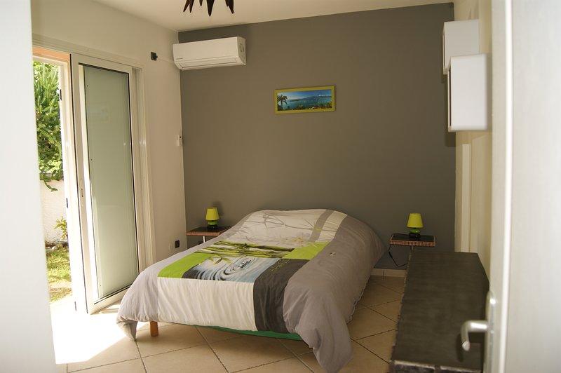 Caribanou Chambre privée  accès privatif,salle de bain privative, 70 m de la mer, location de vacances à Le Gosier