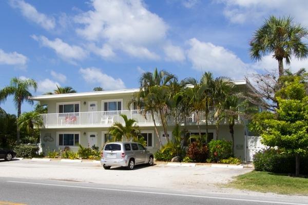 Palm Cay 4 - Image 0