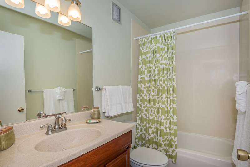Surf & Racquet Club 6-303 - Bathroom with shower/tub combo