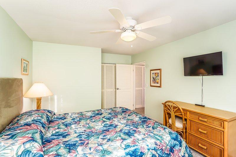Keauhou Punahele #B202 - Guest Bedroom with TV