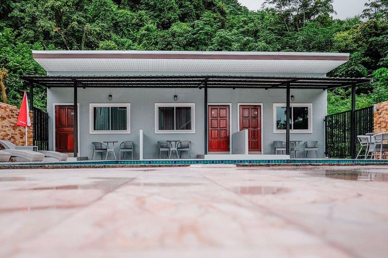 The Lake House Ko Yo Apartment 1, holiday rental in Hat Yai