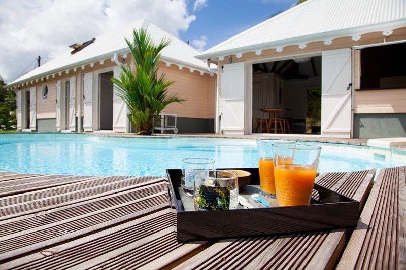 Amazing villa with swimming-pool, location de vacances à Le Robert